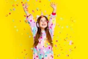animacje dla dzieci, łódź, dziewczynka w confetti
